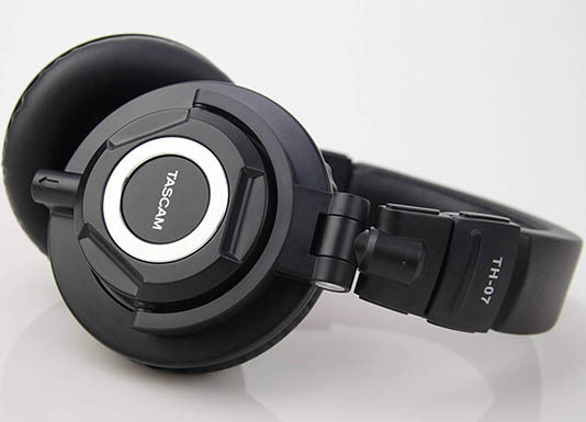 TH-07 High Definition Monitor Headphones